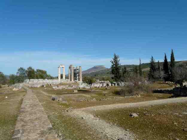 Ο ναός του Νεμείου Διός είναι κτισμ�νος πάνω στα θεμ�λια παλαιότερου ναού του 6ου αι.