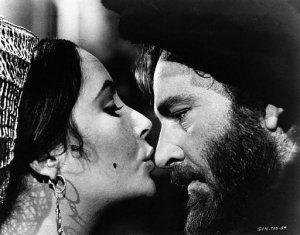 Ελίζαμπεθ Τ�ιλορ και Ρίτσαρντ Μπάρτον στην κινηματογραφική εκδοχή της Στρίγκλας σε σκηνοθεσία Φράνκο Τζεφιρ�λι (1967).