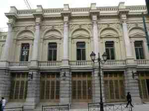 Η πρόσοψη του Εθνικού Θεάτρου ανακαινισμένη (2009).