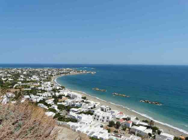 Τα Γυρίσματα είναι μια πολύ μεγάλη παραλία και στην περιοχή είναι συγκεντρωμένες οι περισσότερες τουριστικές μονάδες της Σκύρου. Λίγα δωμάτια έχουν θέα στη θάλασσα, που απέχει λίγα μέτρα από τον οικισμό.