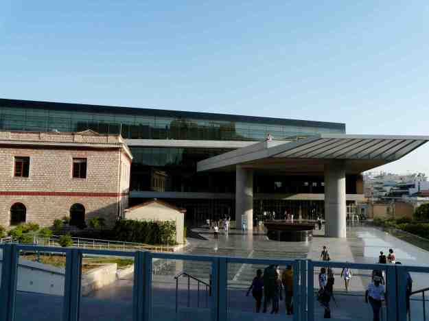 Εϊσοδος του Μουσείου Ακρόπολης από την οδό Διονυσίου Αρεοπαγίτου.