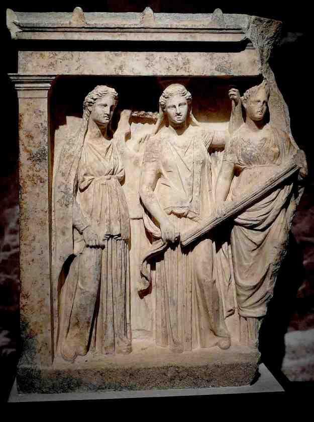 Στην κλασική Αθήνα η Άρτεμις ήταν θεά του τοκετού. Η θεά κυνηγός είχε σχεδόν ξεχαστεί. Στη Βραυρώνα, κοντά στη Λούτσα και το Πόρτο Ράφτη, βρίσκεται το ιερό της. Παρόμοιο ιερό υπήρχε στον Πειραιά. στη χερσόνησο της Μουνιχίας, όπως και στο Μαρούσι, στη γιορτή που λεγόταν Αμαρύσια (επειδή η λατρεία είχε εισαχθεί από τον Αμάρυνθο της Εύβοιας). Ο αρχαίος δήμος Αθμόνου κατέληξε να ονομάζεται Αμαρύσιον (Αμαρούσιον).