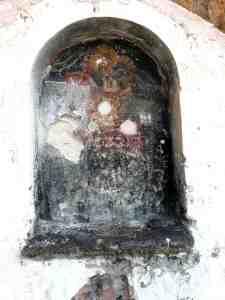 Μία τοιχογραφία του Αγίου Δημητρίου με πολλές φθορές βρίσκεται στη στέγη του κτηρίου με την καταπληκτική θέα αλλά και με κινδύνους που μπορεί να κρύβονται για την ασφάλεια του χώρου.