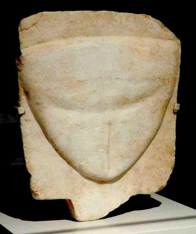 Λίγο μετά το Μονή Δαφνίου, στο δρόμο για την Ελευσίνα, δεξιά υπάρχει το ιερό της Πανδήμου Αφροδίτης. Στο χώρο έχουν βρεθεί πολλά αφιερώματα που απεικονίζουν το γυναικείο αιδοίο.